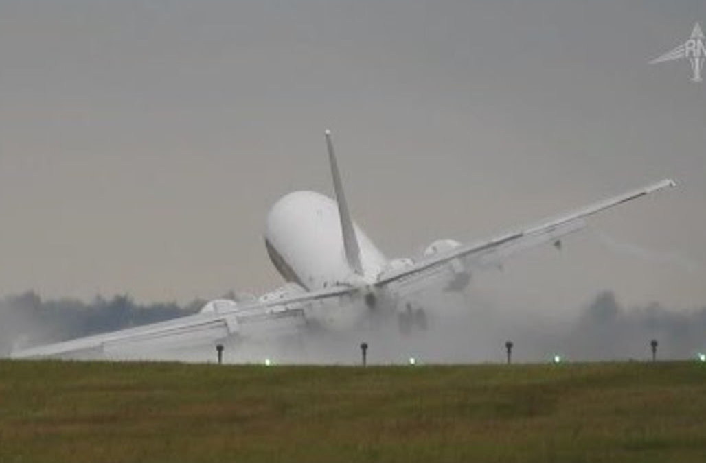 dramatic-footage-of-terrifying-airplane-landing-goes-viral